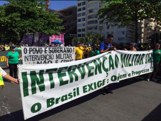 Många av Dilmas kritiker vill att militären tar över makten i landet.