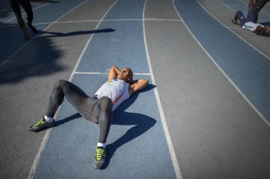 Felipe Gomes andas ut efter sitt 200 meterslopp.