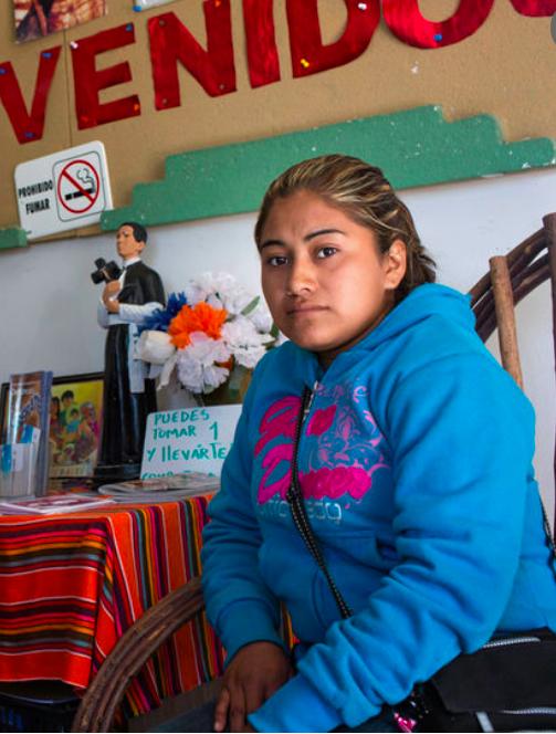 Lilian Hernandez får vänta längre  på sin man än vad hon först trodde.
