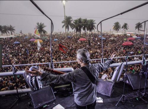 »Fora Temer Festival« på Copacabana