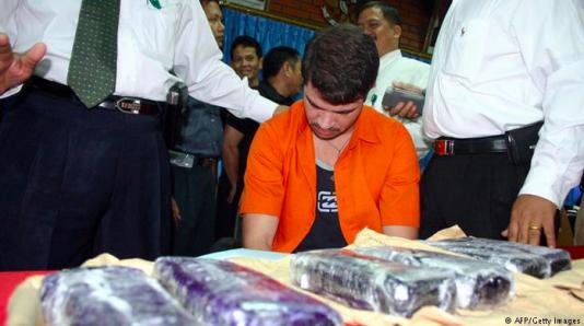En 42-årig brasilianare avrättades efter att ha försökt smuggla in sex kilo kokain i en surfingbräda
