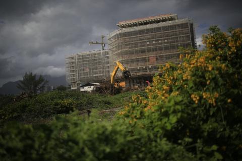 Grand Hyatts nya lyxhotell i Rio, som ska ha 436 rum,  reser sig i reservatet.