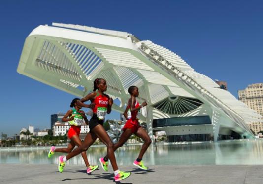 Maraton går förbi nyinvigda Museu de Amanhã i de renoverade hamnkvarteren