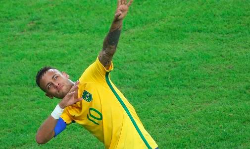 Reklampelaren Neymar skickade upp en blixt till Usain Bolt som delade sponsorbås med Neymars pappa
