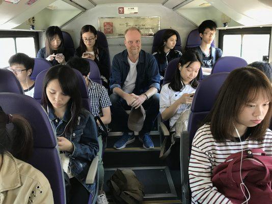 På väg till universitetet i Macao.