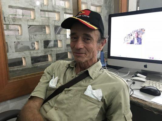 Christopher Wenner, alias Max Stahl, i sitt filmarkiv i Dili.